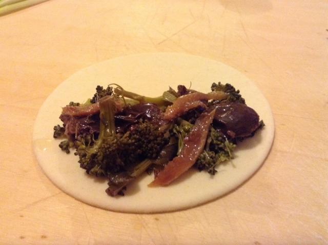 calzoncino olive broccoli e acciuga (640x478)