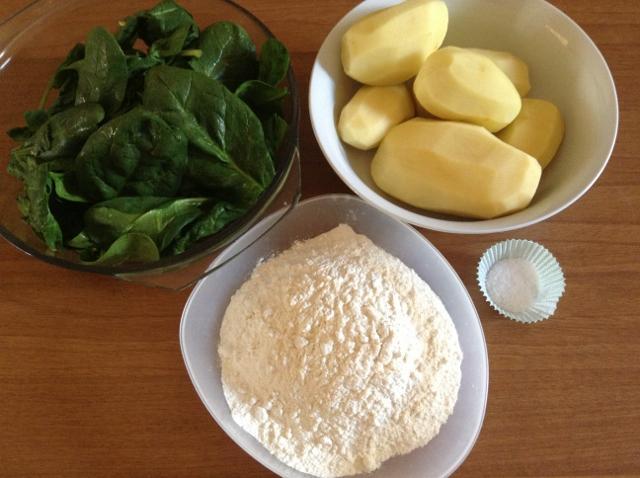 ingredienti gnocchi agli spinaci (640x478)