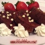 Ciambella al cioccolato con gocce di cioccolato bianco (rett)