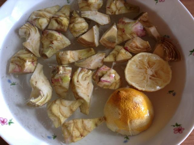 carciofi ammollo con il limone