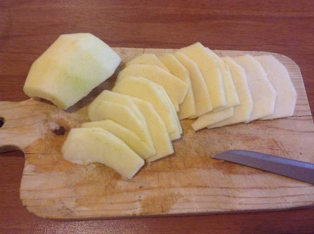 tagliare la mela a fettine