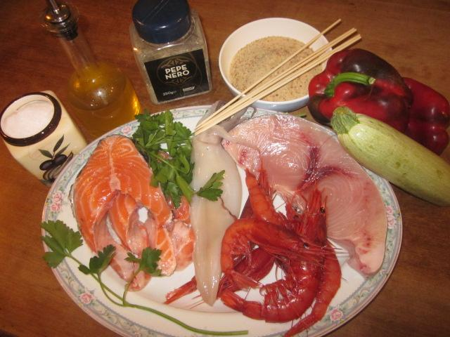 ingredienti spiedini di pesce1