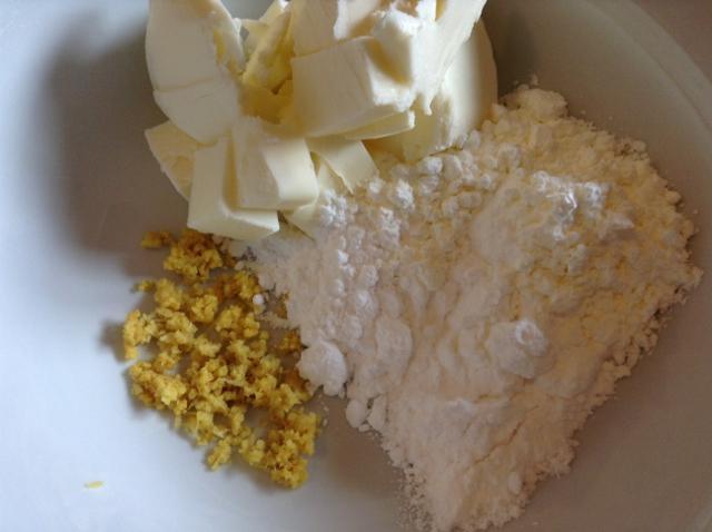 preparazione biscotti al limone