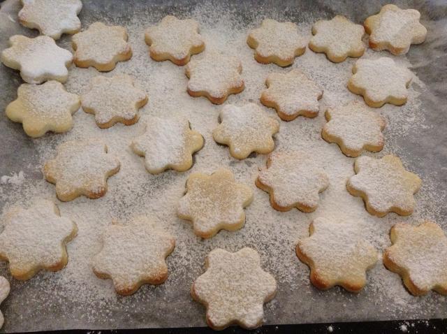 zucchero a velo sui biscotti al limone
