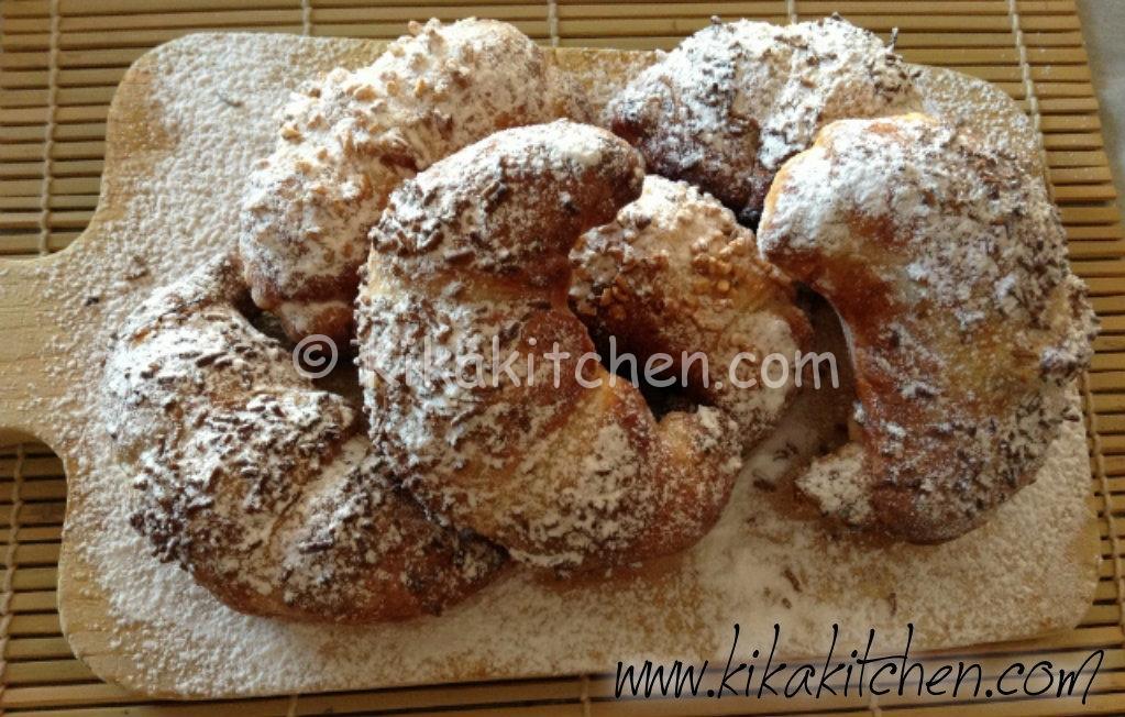 Cornetti di pasta sfoglia con nutella o marmellata