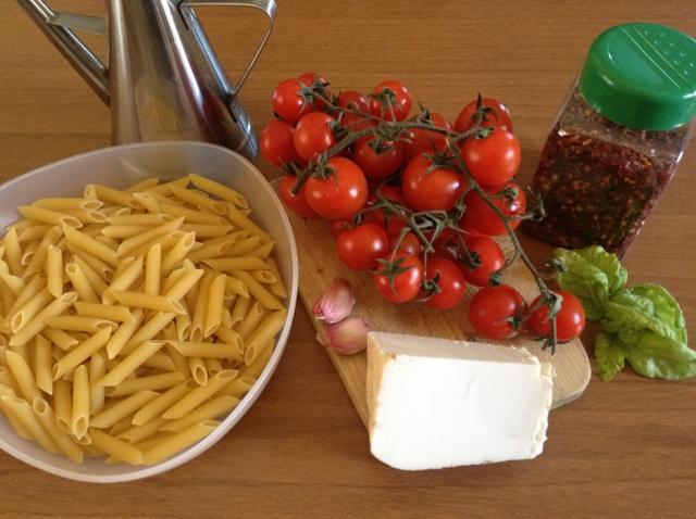 ingredienti pasta con pomodorini1