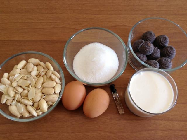ingredienti semifreddo alle mandorle