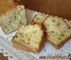 plum cake salato con prosciutto e piselli
