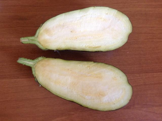tagliare in due la melanzana