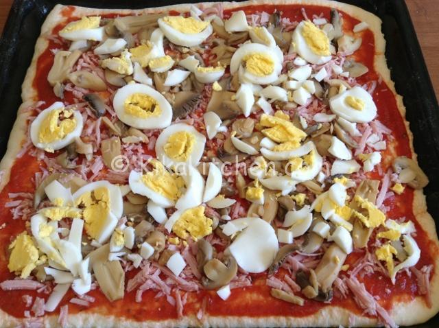 condire la pizza