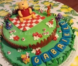 Torta decorata in pasta di zucchero. Torta di compleanno