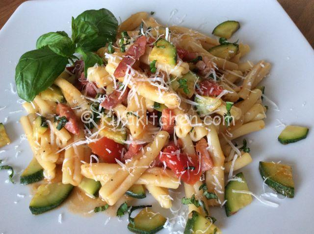 pasta pomodorini zucchina pancetta