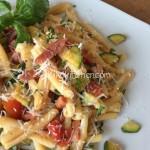 Pasta pomodorini zucchine e pancetta