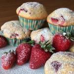 Muffin alle fragole alti e soffici. Ricetta passo passo