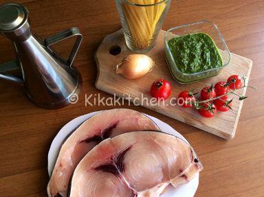 ingredienti pasta con pesto e pesce spada