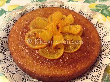 torta con fettine di arance caramellate