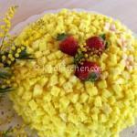 Torta mimosa classica con crema diplomatica.