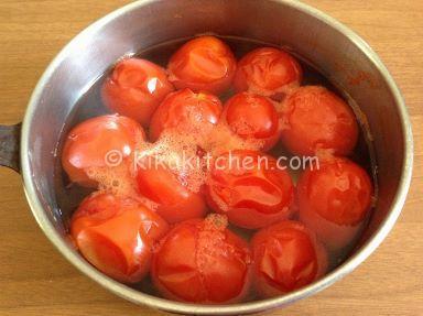 sbollentare i pomodori