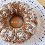 Ciambella al cocco soffice aromatizzata con farina di cocco