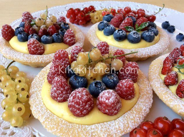 crostatine ai frutti di bosco e crema