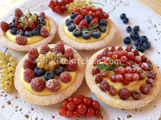 dolci con frutti di bosco