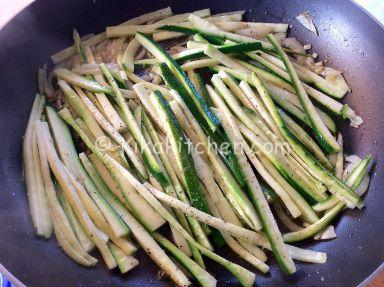 zucchine a julienne
