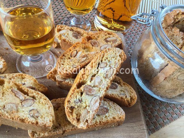 Cantucci (biscotti secchi alle mandorle)