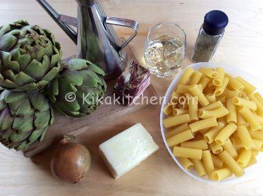 ingredienti pasta con carciofi e pancetta