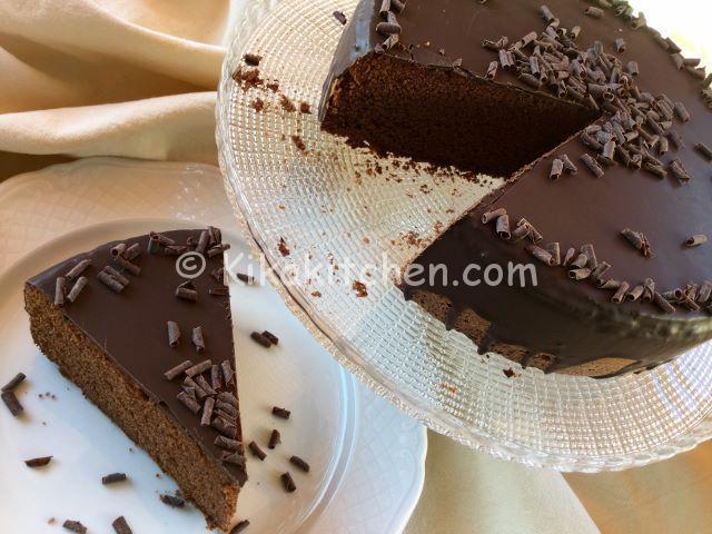 Torta al cioccolato soffice e morbida. Ricetta facile e veloce