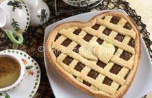 crostata a forma di cuore con nutella