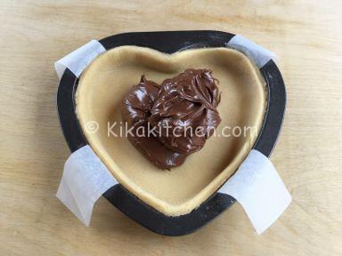 crostata a forma di cuore con nutella ricetta