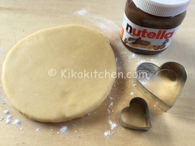 ingredienti crostata a forma di cuore con nutella
