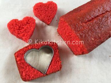 plumcake con cuore rosso al centro