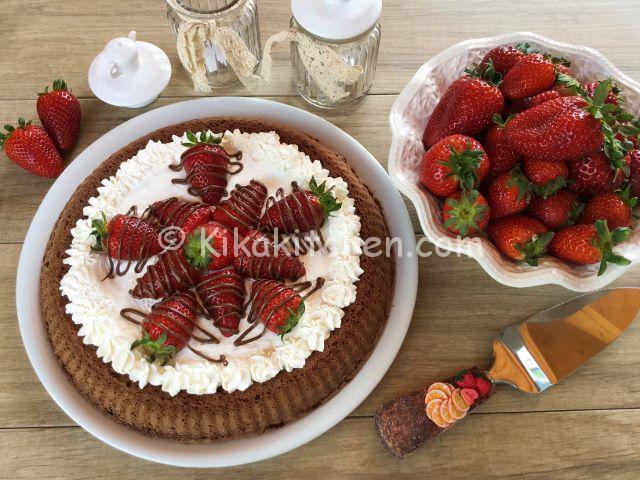 crostata morbida cioccolato panna e fragole ricetta