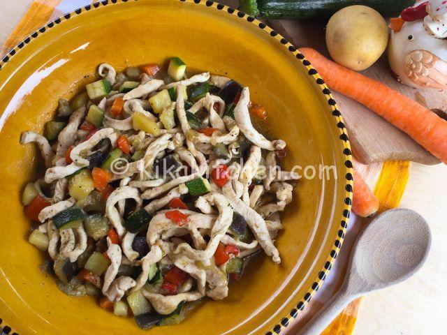 Straccetti di pollo con verdure miste. Ricetta facile