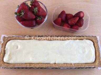 torta fredda con crema al latte e fragole ricetta