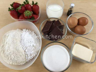 ingredienti torta cioccolato e fragole