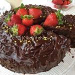 Torta cioccolato e fragole soffice. Ottima da farcire.
