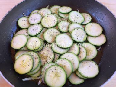 frittata di zucchine e cipolla