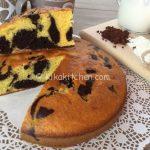 Torta marmorizzata bicolore alta e soffice