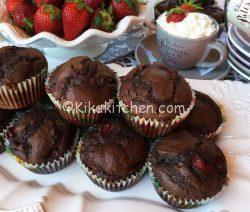 Muffin fragole e cioccolato. Muffin alti e soffici