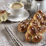 Treccine di pan brioche con granella di zucchero