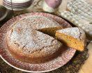 Torta con farina integrale, yogurt e zucchero di canna