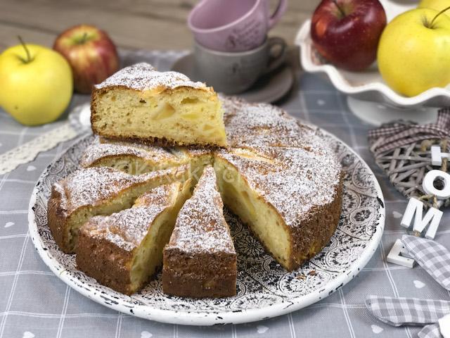 Torta di mele e mascarpone con morbidi pezzetti di mela