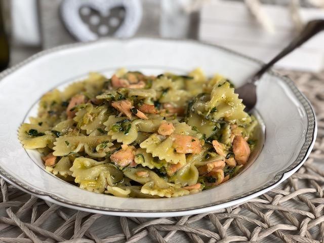 farfalle zucchine e salmone