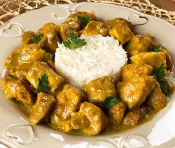 Pollo al curry con riso basmati – ricetta facile
